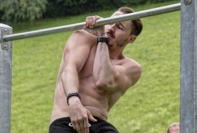 one arm pull-ups