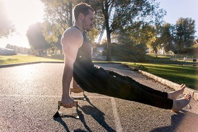 Push Up Bars – The Main Advantages And Top Exercises