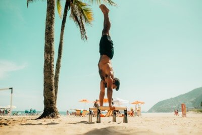 parallettes handstand