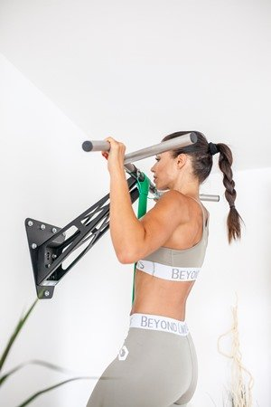 advance assisted pull-ups