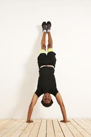 Handstand - Rücken zur Wand